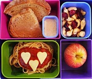 PastaHeartsLunch_300x257-bento-lunchbox (2)